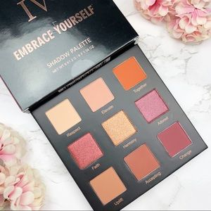 RealHer Embrace Yourself Eyeshadow Palette